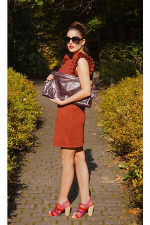 tawny ruffled sleeves TK Maxx dress - maroon clutch xxl Prada bag
