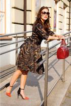 dark brown animal print Zara dress - brick red tote Coccinelle bag