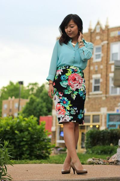 light blue thrifted top - tan pumps - black skirt - gold accessories