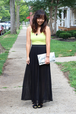 black pitaya skirt - yellow H&amp;M top