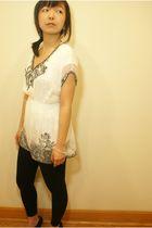 white Forever 21 shirt - black leggings - black Fioni shoes - silver Forever 21