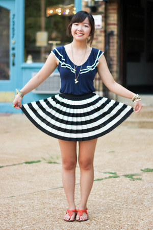 navy top - white pleated striped H&M skirt - carrot orange sandals