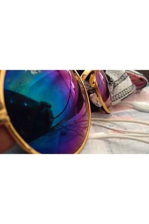 Oasapcom jacket - Romwecom sunglasses
