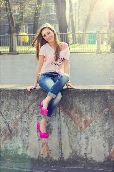 bubble gum Adidas t-shirt