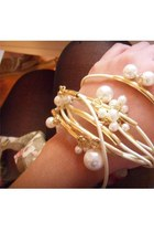 cream gold pearl bracelet