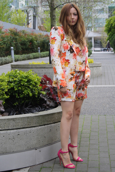 peach Zara blazer - eggshell Zara jumper - hot pink shoemint heels