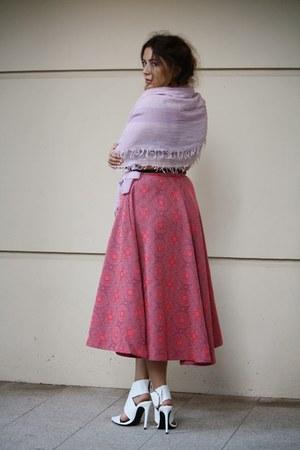 pink H&M skirt - white Zara heels