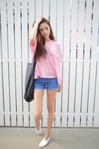 light pink shirt - blue shorts