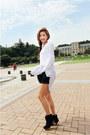 Black-heaven-boots-white-style-nanda-shirt