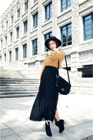 black Style Nanda skirt - black Hunter hat - mustard Style Nanda blouse