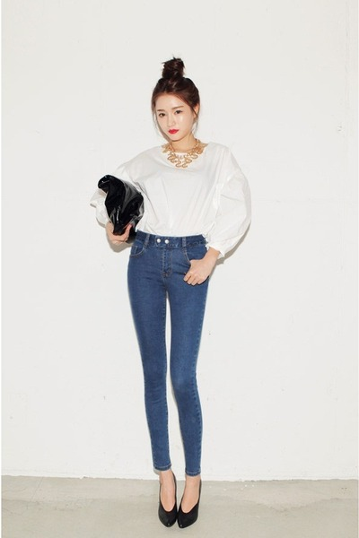 navy jeans - ivory top