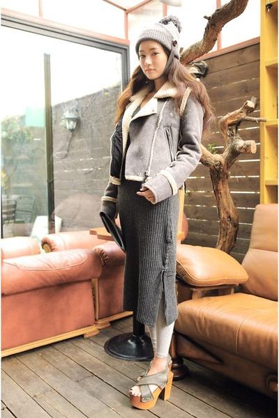 silver hat - heather gray skirt