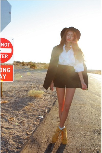 Style Nanda boots - Style Nanda blazer - high waisted Style Nanda shorts