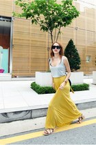 mustard Style Nanda skirt - silver sleeveless shirt - black bag