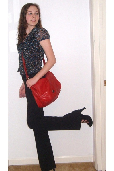 three strap Ditto heels - red leather vintage bag - Gap pants