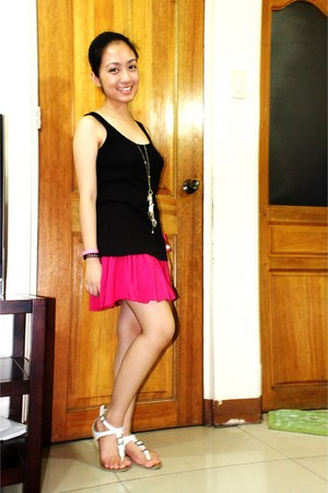 hot pink los angeles express skirt - black GH top - white Pill sandals