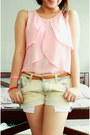 Light-blue-vintage-shorts-light-pink-gh-top-heather-gray-converse-sneakers