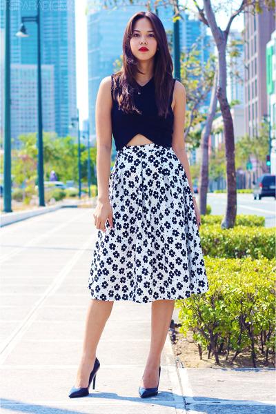 white apartment 8 skirt - black cropped Zara top