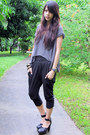 Heather-gray-random-from-bangkok-top-black-loose-fit-exr-pants-black-forever