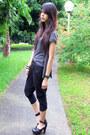 Heather-gray-random-from-bangkok-top-black-loose-fit-exr-pants-black-forever