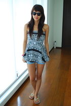 black H&M - white American Apparel - Forever 21 shorts - white Havaianas