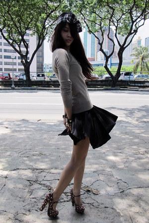 floral printed Forever 21 heels - tan Zara sweater - black Forever 21 skirt
