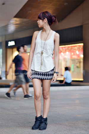 black Nava skirt - black Topshop boots - off white tank Forever 21 top