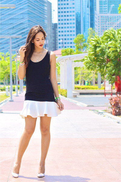white Pink Manila skirt - black Zara top