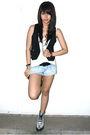 Black-topshop-vest-white-topshop-black-nine-west-urban-outfitters-silver