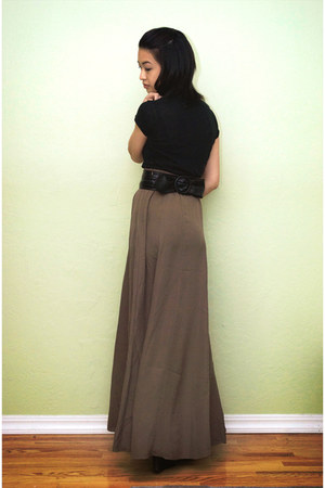 maxi skirt Forever 21 skirt - Aldo boots - v-neck tee t-shirt