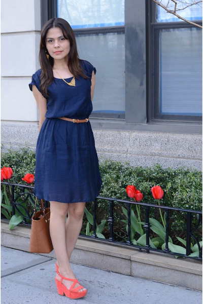 navy Mango dress - salmon Zara wedges