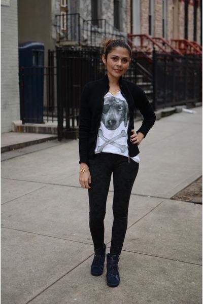 off white Zara t-shirt - black Century21 pants - navy sckecher sneakers