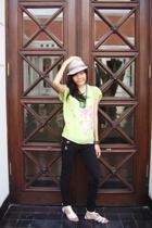 hat - blouse - shoes - jeans