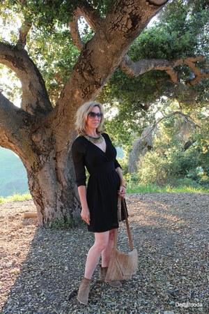 Stella & Dot necklace - italian Gianluca Tombolini boots - italian Dicia dress