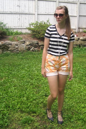 black f21 shirt - orange consignment shorts - black f21 shoes