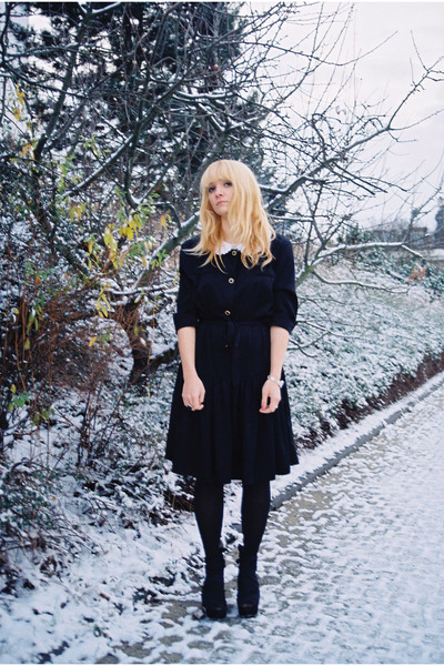 black vintage dress - off white collar accessories - black Topshop shoes - gold