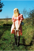 salmon paris vintage coat - beige H&M dress - black vagabond shoes - white vinta