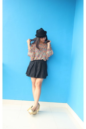 cat bowler Grinitty hat - nett rainbow GOWIGASA sweater - gold junejulia wedges