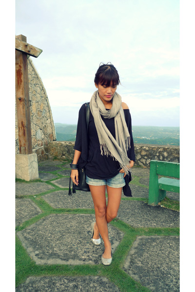 black LnA shirt - navy thrifted shorts - silver cotton on flats - heather gray S