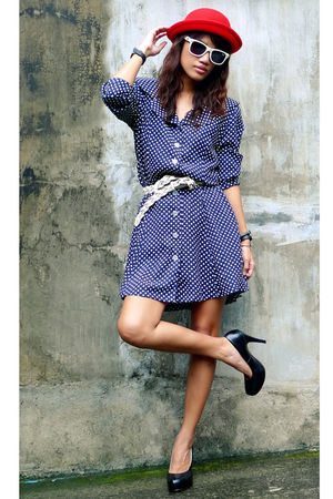 blue Archiveclothing dress - white vintage belt - black daintyshop shoes - red E