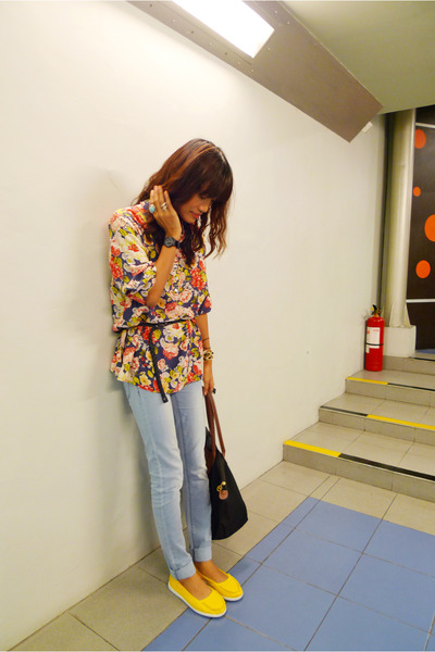 yellow Greenhills shoes - gray Tomato jeans - blue vintage thrifted shirt
