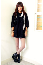 black thrifted vintage sweater - black Forever 21 shorts - black soule shoes - b
