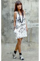 gray thrifted dress - satin belt belt - gray Primadonna wedge shoes