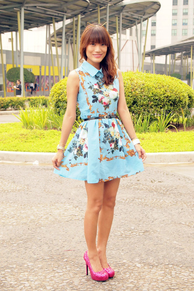 sky blue romwe dress - bubble gum glitter Lorrein Lara heels