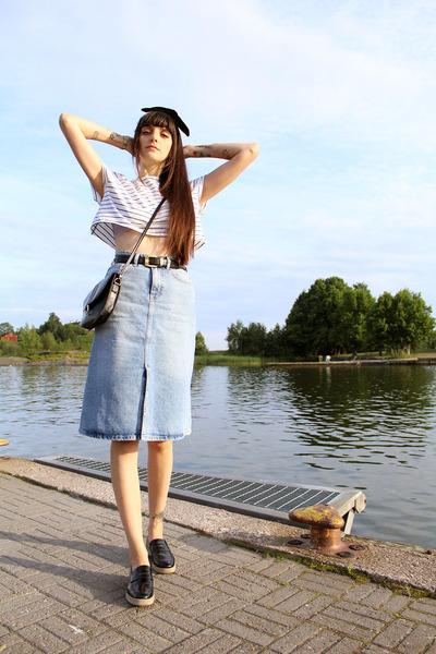 Black-cross-shoulder-vintage-bag-sky-blue-denim-zara-skirt