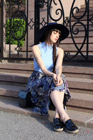navy leather vintage bag - navy brimmed hat Zara hat