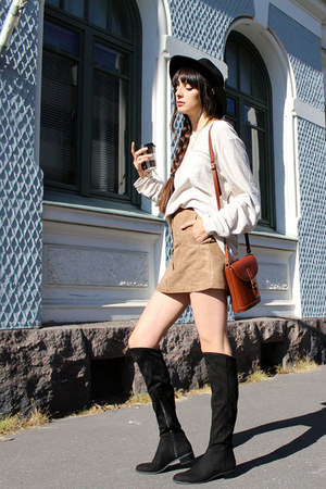 brown cross shoulder vintage bag - black H&M boots
