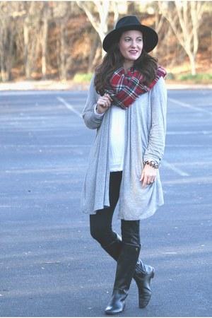black Spanx leggings - black wool fedora hat Nordstrom hat