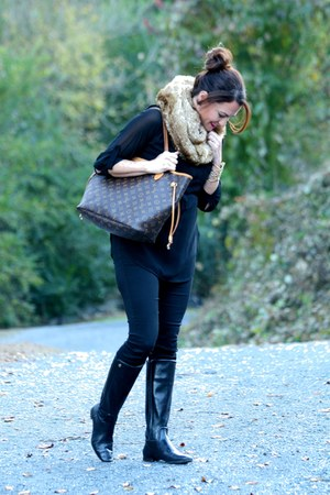 tan faux fur scarf piperlime scarf - black tory burch boots