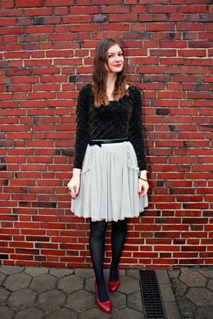 periwinkle tulle asos skirt - black H&M dress - brick red Zign heels